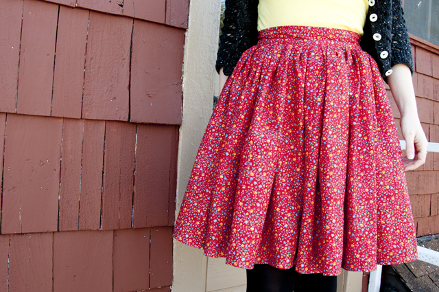 red_floral_skirt_02